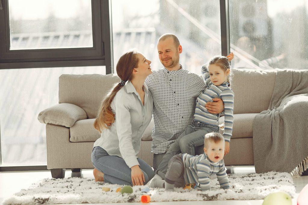 La crianza en tribu nos permite sentirnos más relajados para afrontar la relación con nuestros hijos.